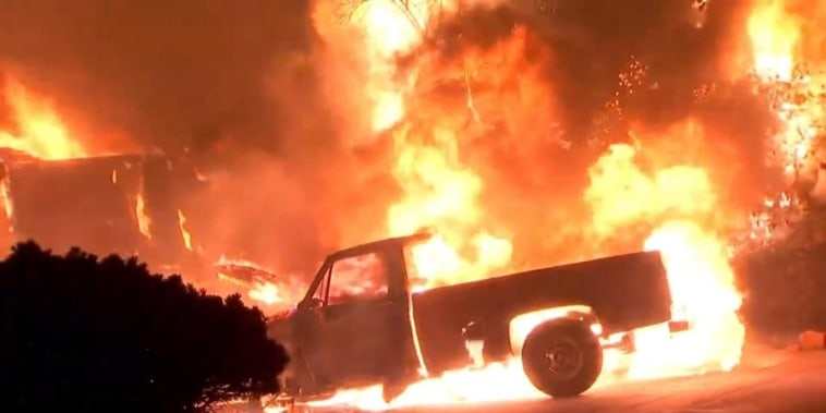 Death toll rises as blazes rage in California