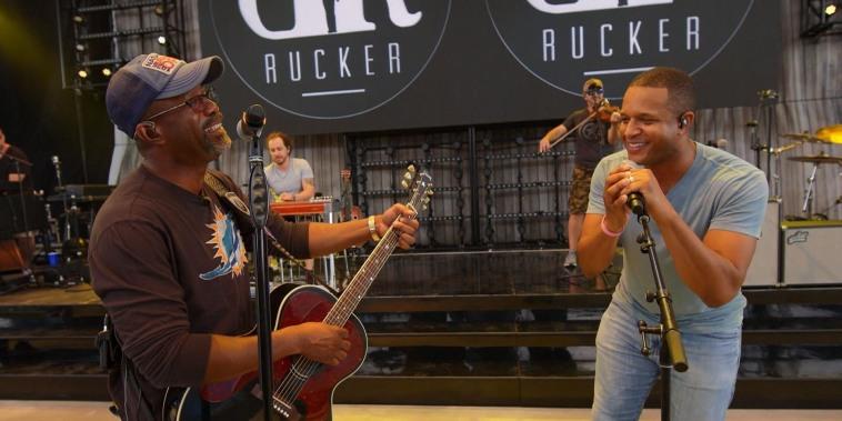 See Craig Melvin sing hits with Darius Rucker
