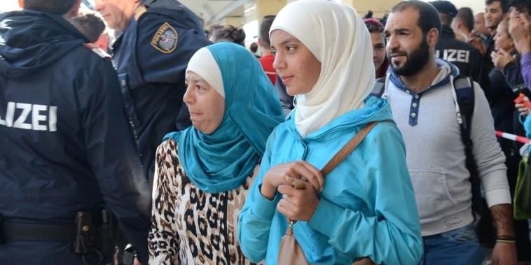 Image: Refugees at Vienna's Westbahnhof railway station