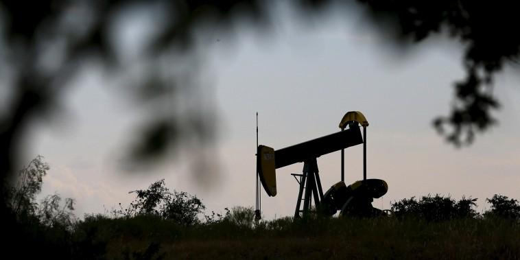Image: oil pump jack