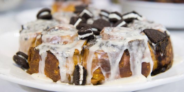 Cookies and Cream Cinnamon Rolls Recipe