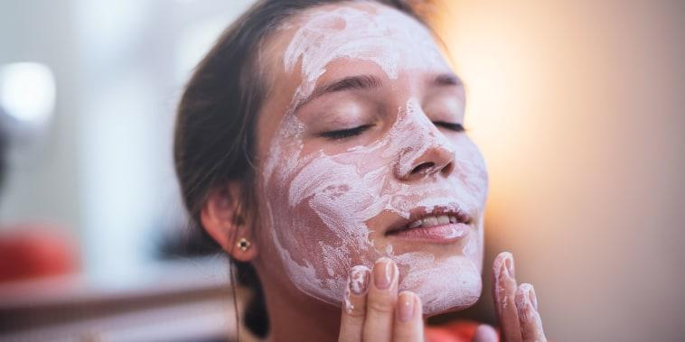Image: Woman using a beauty mask.