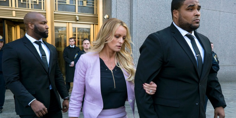 Image: Stormy Daniels leaves federal court in New York
