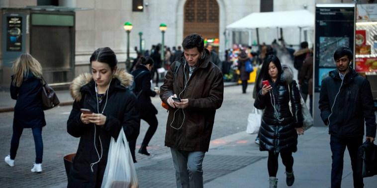 Image: People on smartphones