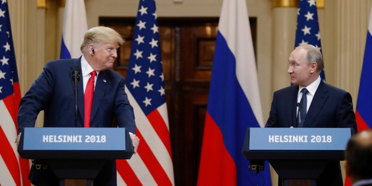 Image: Trump and Putin hold a press conference in Helsinki