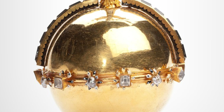 Image: The Swedish Royal Family's crown jewels from the 17th century are stolen from Strangnas Cathedral, in Strangnas