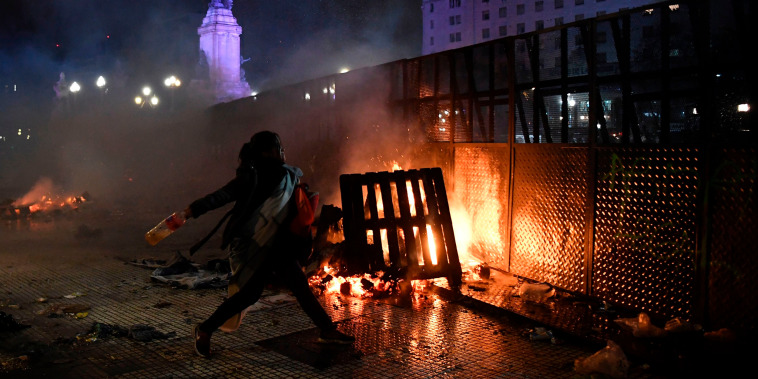 Image: Clashes in Buenos Aires