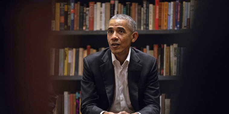 Image: Obama fellows meet with former president