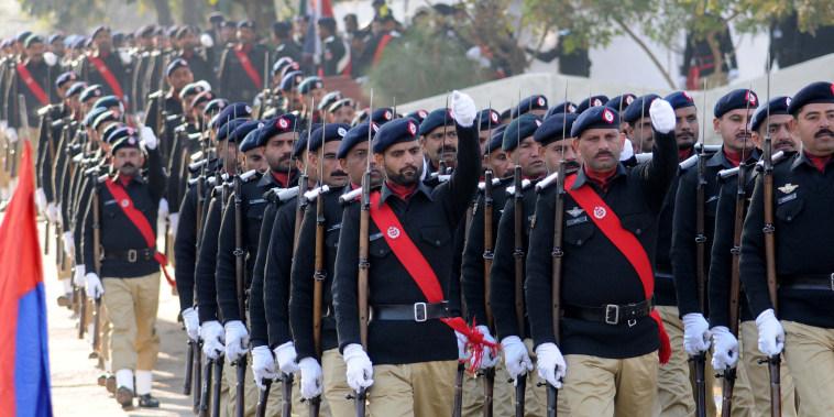 Image: Pakistani officers