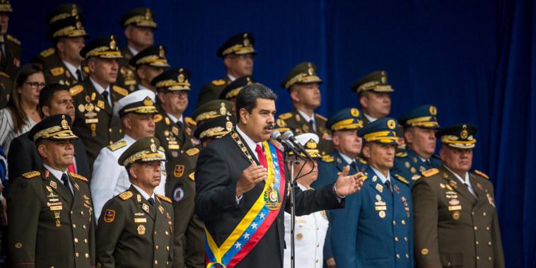 Image: Venezuelan President Nicolas Maduro speech cut short as soldiers scatter