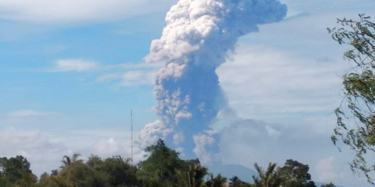 Image: Mount Soputan volcanic eruption in North Sulawesi