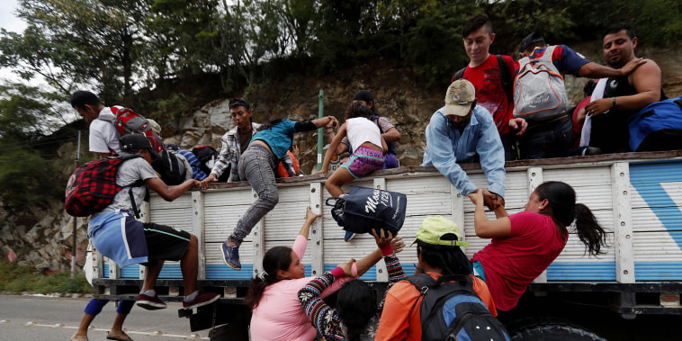 The Honduran immigrants caravan advances in Guatemala