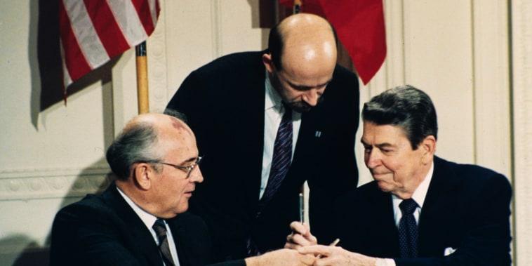 Image: Mikhail Gorbachev, Pavel Palazhchenko and Ronald Reagan