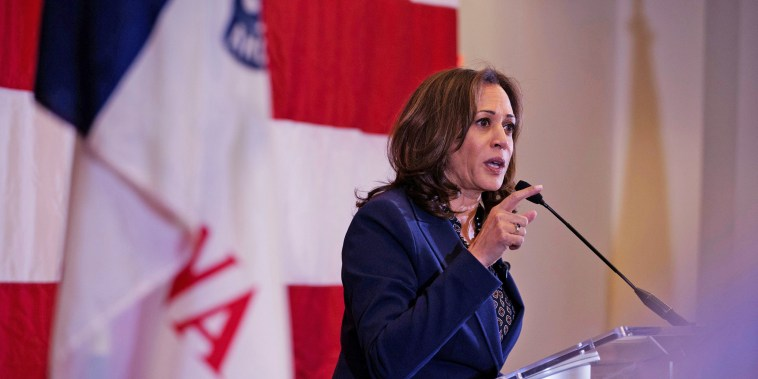 Image: California Senator Harris campaigns in Des Moines