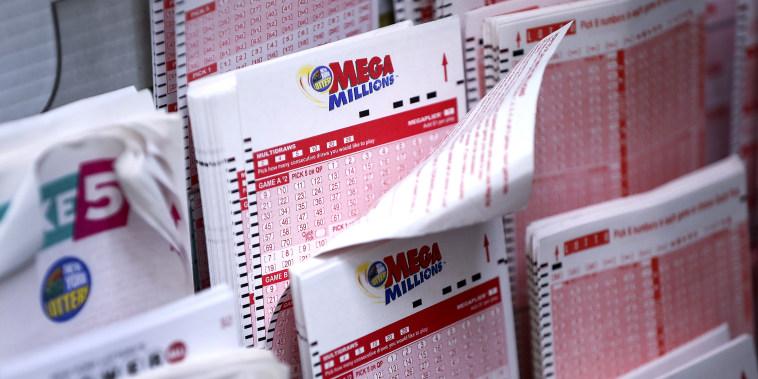 Image: Mega Millions Jackpot Becomes Largest Prize In U.S. History at $1.6 Billion