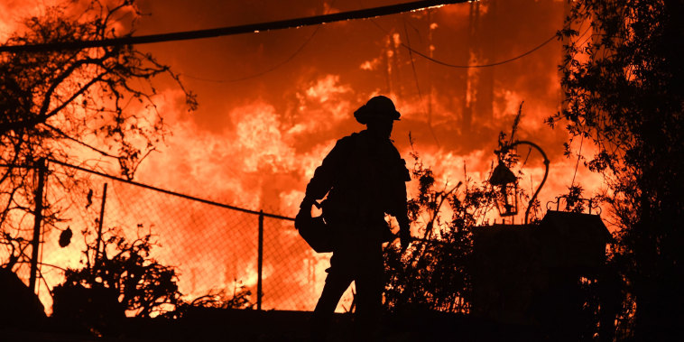 Image: TOPSHOT-US-FIRE-WEATHER