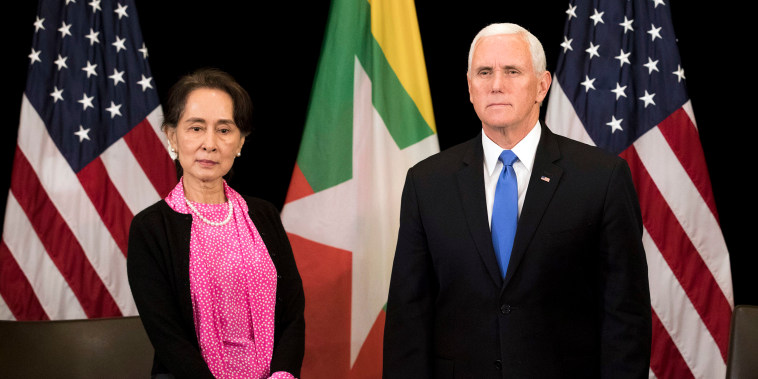 Image: U.S. Vice President Mike Pence, right, meets Myanmar leader Aung San Suu Kyi in Singapore