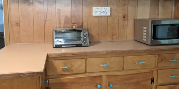 See this ugly counter get a granite makeover -- with paint!