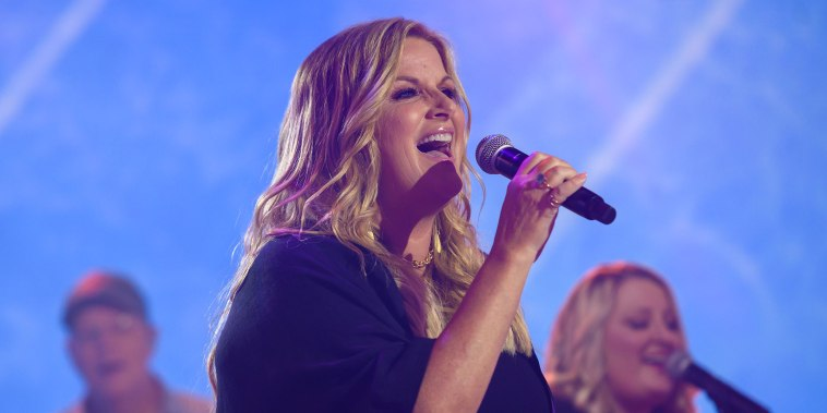 Trisha Yearwood performing