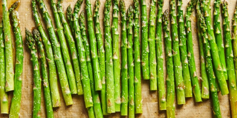 For roasting, the cooking time for thin stalks at 425?F is about 8 to 10 minutes for thin stalks, 10 to 14 minutes for thick stalks.
