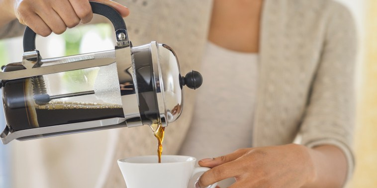 USA, New Jersey, Jersey City, Woman pouring coffee