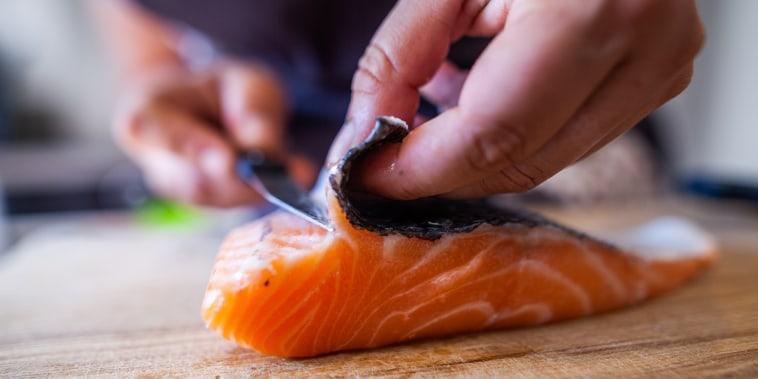 Cuisine - D?coupe de poisson, saumon