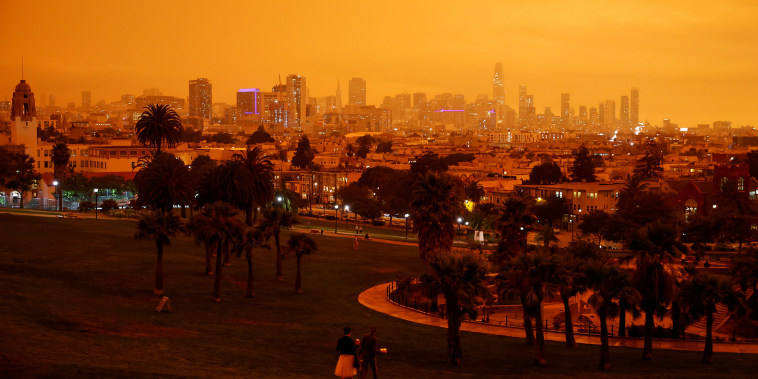 Image: Smoke from California wildfires blocks out sun in San Francisco
