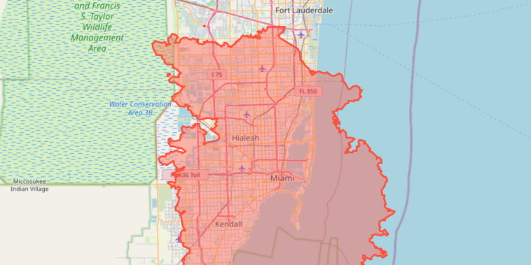 An image of the perimeter of the August Complex Fire in California overlaid on Miami.