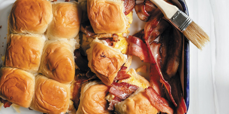 Jessie James Decker's' Hawaiian Roll Breakfast Sliders