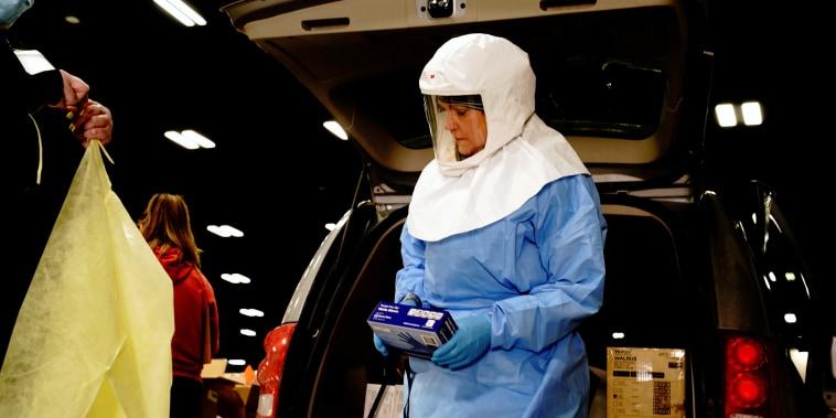 Image: Drive-thru testing site in Bismarck as coronavirus (COVID-19) surges in North Dakota