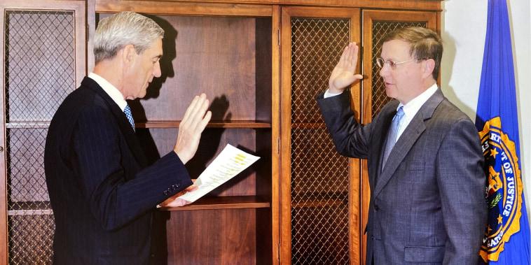 Image: Robert Mueller swears in Chuck Rosenburg.