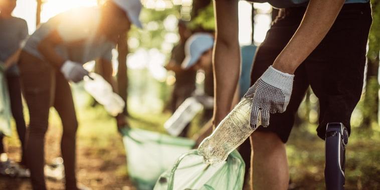 Image: Volunteers cleaning park