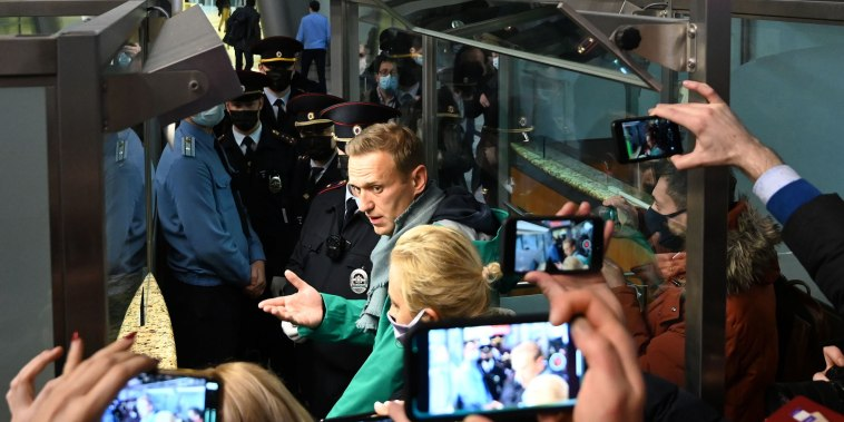 Image: Russian opposition leader Alexei Navalny arrives at the passport control point at Moscow's Sheremetyevo airport