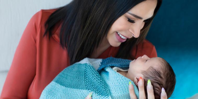 Carolyn Aronson gives birth at age 54