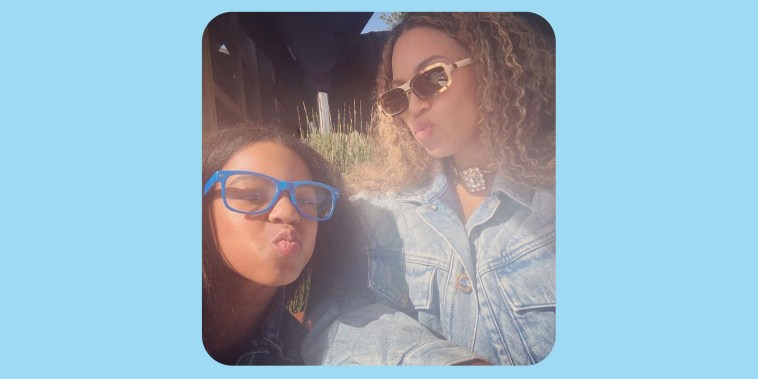 Selfie photo of Beyonce and her daughter