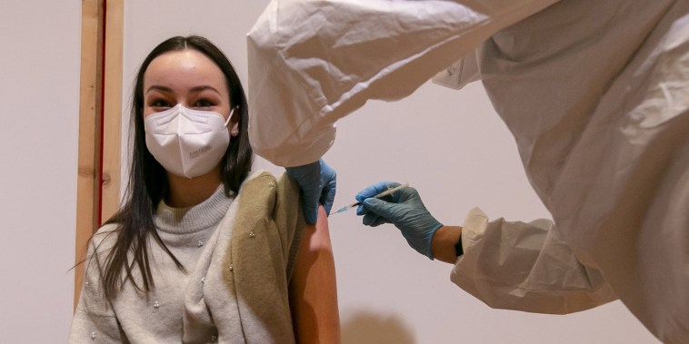 Image: A young woman is vaccinated with the Pfizer-BioNTech vaccine at SZentrum on March 11, 2021 in Schwaz, Austria.