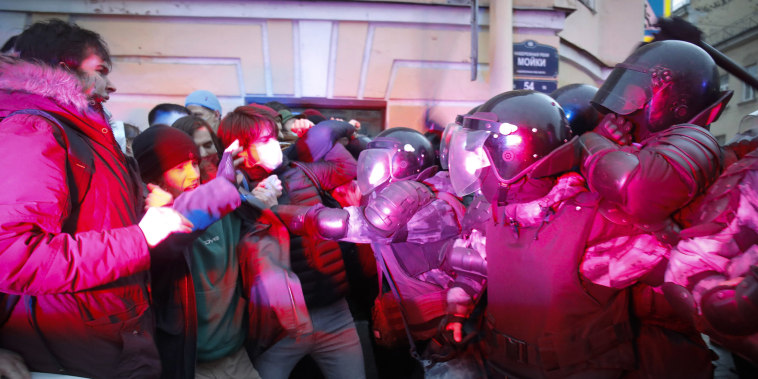 Image: People clash with police during a protest in support of jailed opposition leader Alexei Navalny in St. Petersburg, Russia,