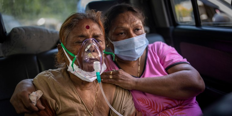 Image: A Covid-19 patient receives oxygen inside a car provided by a Gurdwara, a Sikh house of worship, in New Delhi, India