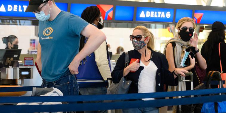 Image: Air travelers in New York