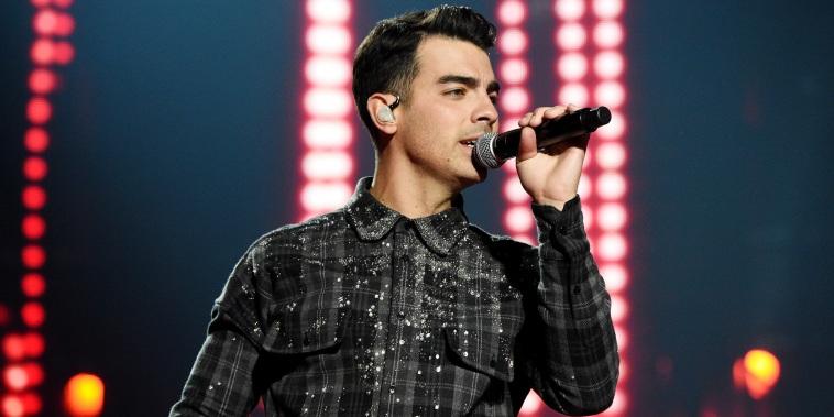 "Jonas Brothers ""Happiness Begins"" Tour"