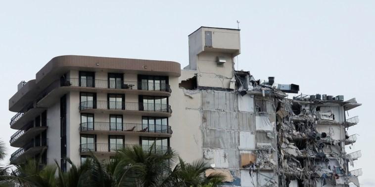 Image: Partial building collapse in Miami Beach