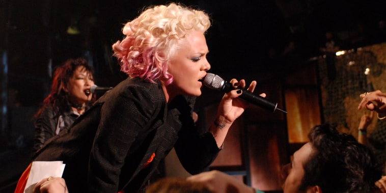 Flash MOB: Pink in New York City - Performance