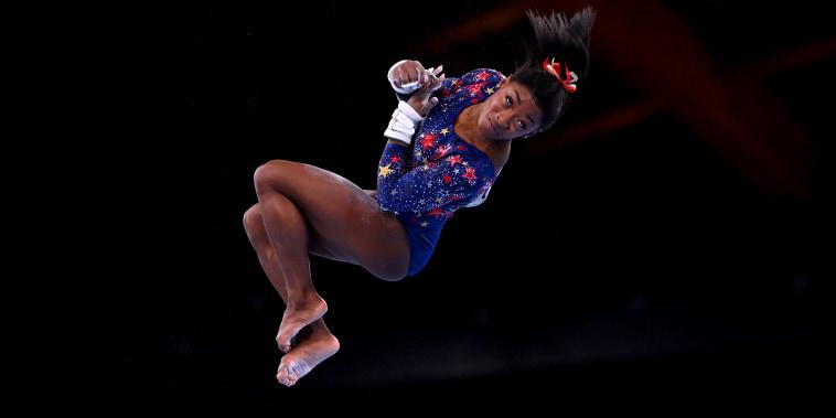 Image: Gymnastics - Artistic - Women's Uneven Bars - Qualification