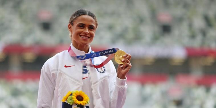 Image: Athletics - Women's 400m Hurdles - Medal Ceremony