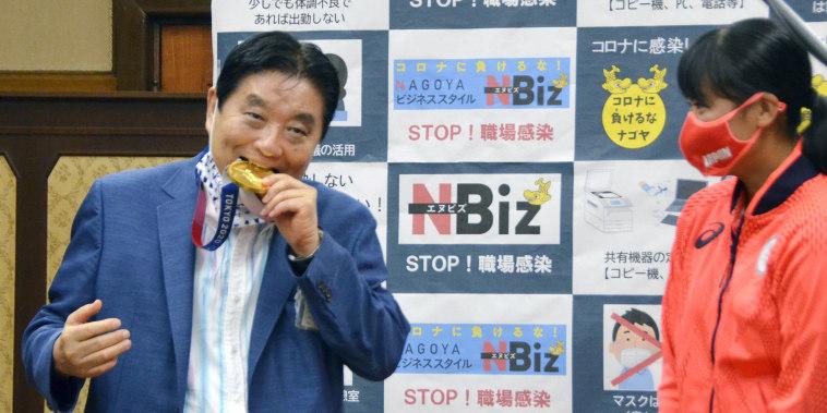 Image: Takashi Kawamura gold medal bite