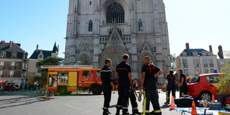 Image: Saint-Pierre-et-Saint-Paul cathedral