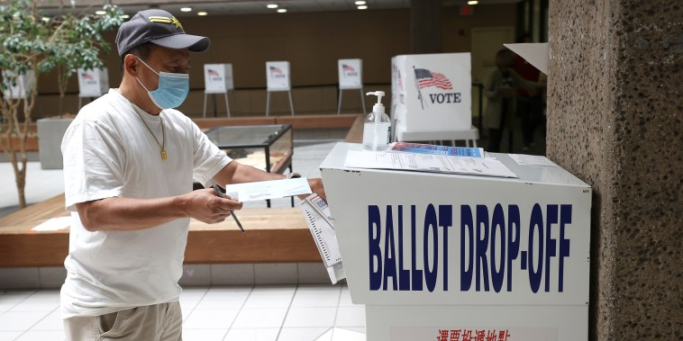 Image: Californians Head To The Polls To Vote In Recall Election