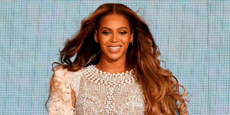 """Beyonce performs onstage during the """"On the Run II"""" Tour at NRG Stadium on September 15, 2018 in Houston, Texas."""