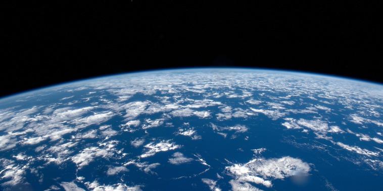 Image: Earth horizon