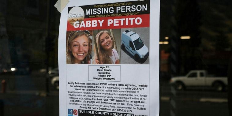 Cartel del Departamento de Policía del Condado de Suffolk sobre la desaparición de Gabby Petito, publicado en Jakson, Wyoming. el jueves 16 de septiembre de 2021.